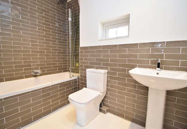 bramhall-lane-bathroom